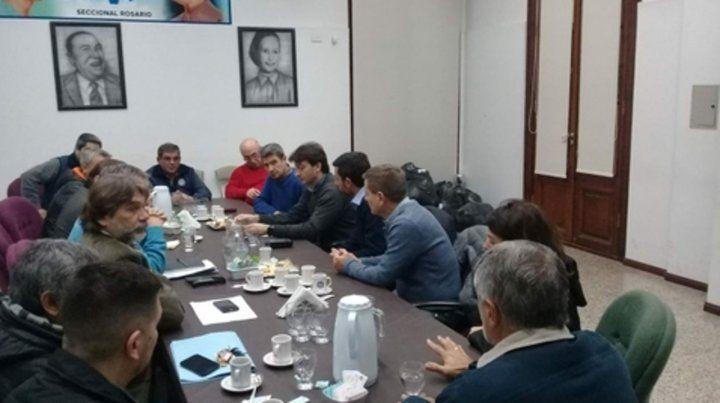 Crisis. Carroceros se reunieron en la UOM con el gremio y la provincia.