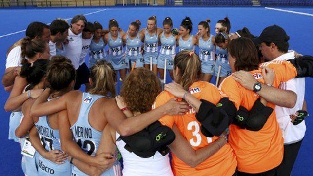 A revertirlo. El equipo argentino se mostró unido y de buen humor en las prácticas pese a la caída ante Alemania