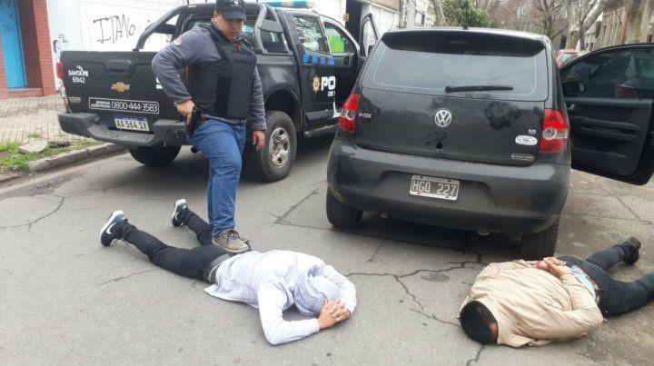 En el piso. Los dos detenidos fueron alcanzados en Santiago y Jujuy.