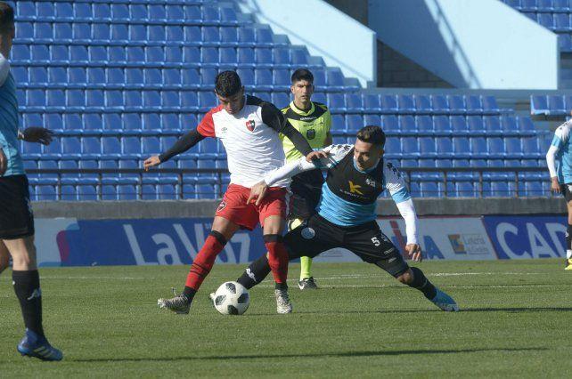 Al menos convirtió un gol. Braian Rivero estuvo atento en la jugada en la que Newells logró igualar. El volante definió bien luego de que Lisandro Cabrera la bajara de cabeza.