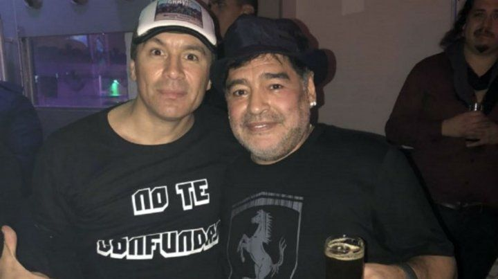Noche de cumbia: Diego Maradona fue a un recital de Damas Gratis