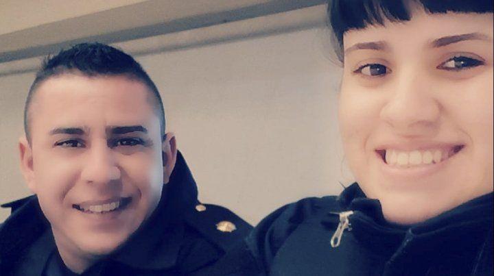 Balearon a una mujer policía para robarle el arma reglamentaria