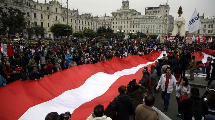 Protesta de peruanos contra la corrupción.