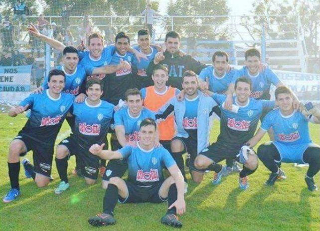 Postal de alegría. Trebolense logró el gol de la clasificación a segundos del final.