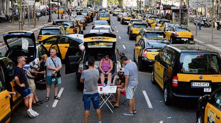 A por ellos. Los taxistas paran en la avenida de la Gran Vía