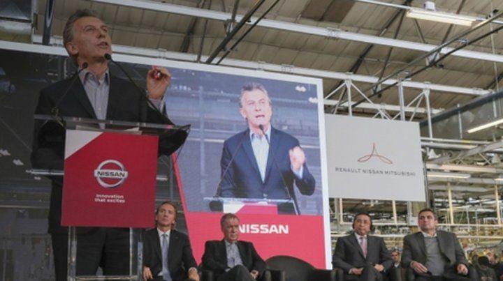Macri espera que se creen miles de trabajo. Lo escuchan Schiaretti y el CEO de Nissan