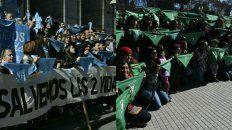 grupos a favor y en contra del aborto defendieron sus posturas en dos panuelazos
