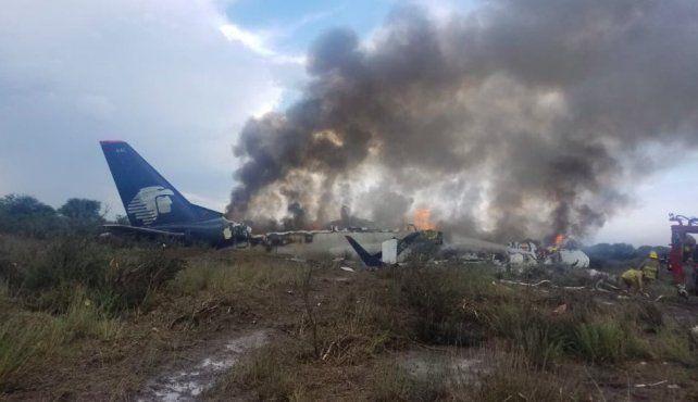 Un avión con al menos 100 pasajeros se desplomó en México