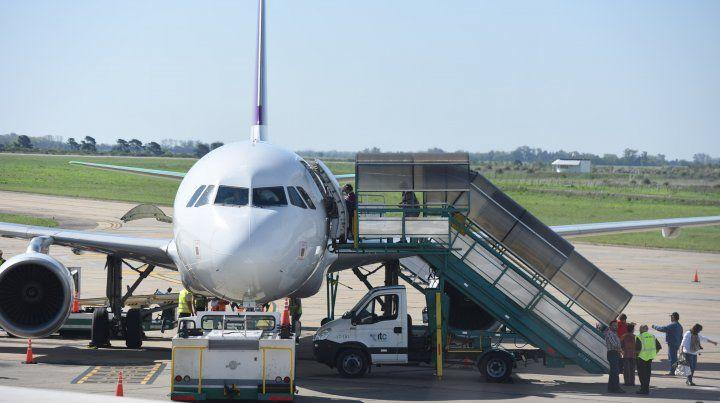 La aerolínea SKY suspendió los viajes entre Rosario y Santiago de Chile