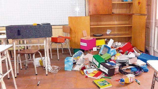 Destrozos. En la Escuela 229 rompieron vidrios