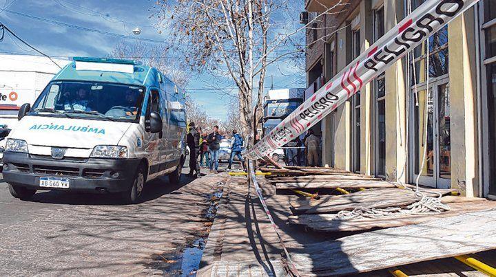 Ituzaingó y San Martín. La unidad médica arribó a la zona del accidente para asistir a los heridos.