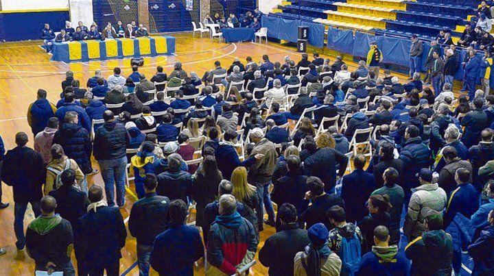 Cruce Alberdi. Más de 300 socios participaron de una asamblea que resultó un mero trámite .