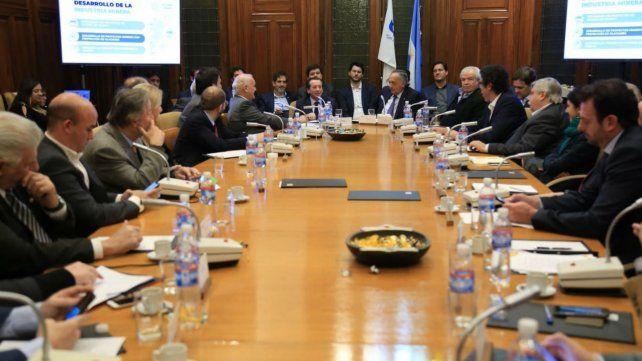 Sica se reunió con la UIA y prometió impulsar las exportaciones