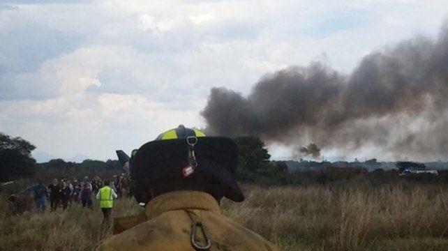 Milagro. El avión de Aeroméxico cayó apenas despegaba del aeropuerto de Durango y todos se salvaron.