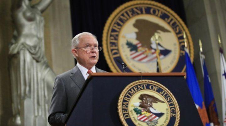 Bajo presión. Sessions se excusó de presidir la investigación porque también mantuvo contactos con Rusia.