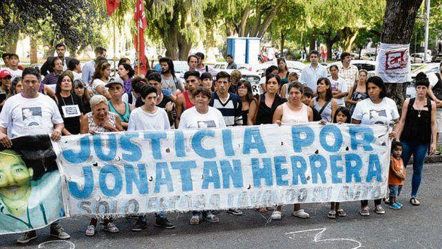 Reclamo. Desde el 4 de enero de 2015 piden justicia por la muerte de Herrera.