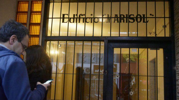 El último ataque al edificio donde tenía su oficina el padre de la jueza Marisol Usandizaga.