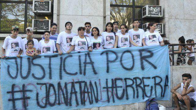 Un policía acusado por el crimen de Jonatan Herrera continuará detenido