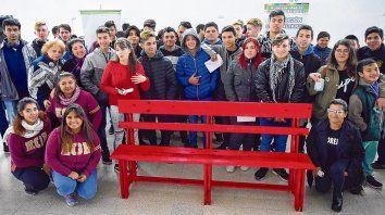 Beatriz Regal, la mamá de Wanda Taddei, visitó la Escuela Técnica 550 de Granadero Baigorria en una actividad promovida desde el Area de Género de la municipalidad local.