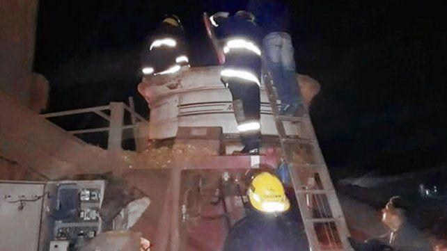 Absorbido por la máquina. El personal de bomberos sacó a la víctima.