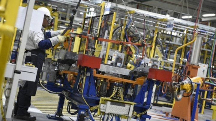 En picada. El desplome afectó a todos los sectores industriales.
