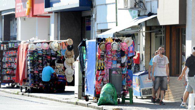 El sindicato de vendedores ambulantes denunció que agentes de Control Urbano cobran coimas