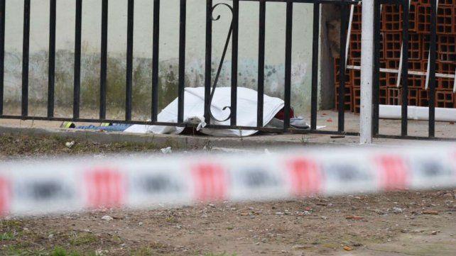 El hombre que cayó abatido no pudo ser identificado aún.