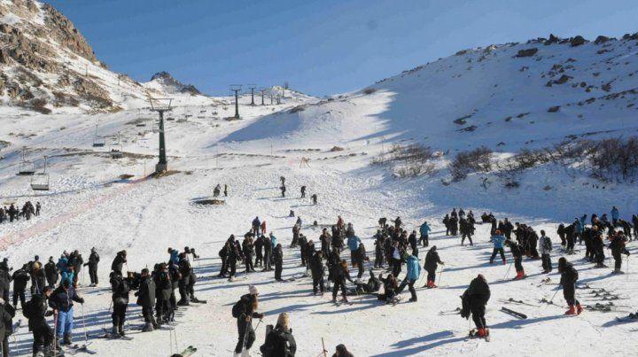 Nueve mil chicos podrían quedarse sin el viaje de egresados de Bariloche.