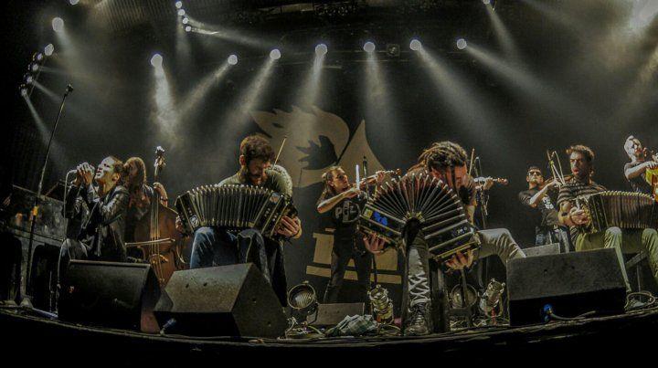 La orquesta porteña basa su actividad en una propuesta cooperativa de trabajo que incluye un lugar propio en el Abasto para tocar