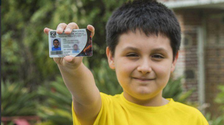 Carlos tiene 12 años y va a estudiar una licenciatura de física biomédica en la UNAM.