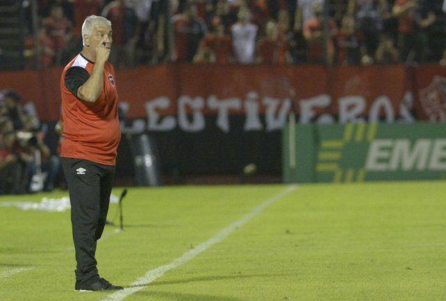 Trabaja y espera. Omar De Felippe sigue tratando de potenciar el plantel.