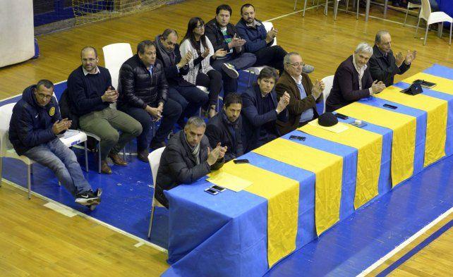 Todos juntos. En la asamblea del último martes la dirigencia canalla se exhibió unida.