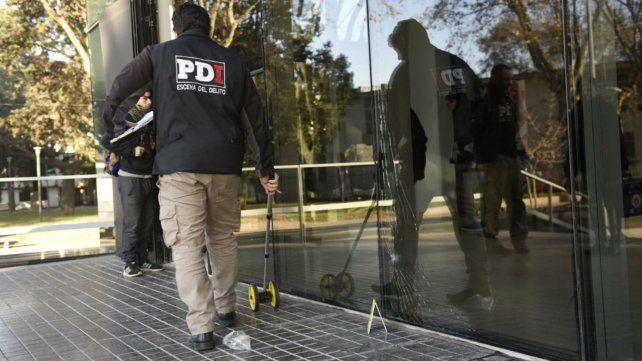 Esta mañana, personal de PDI realiza las primeras pericias en el CJP.