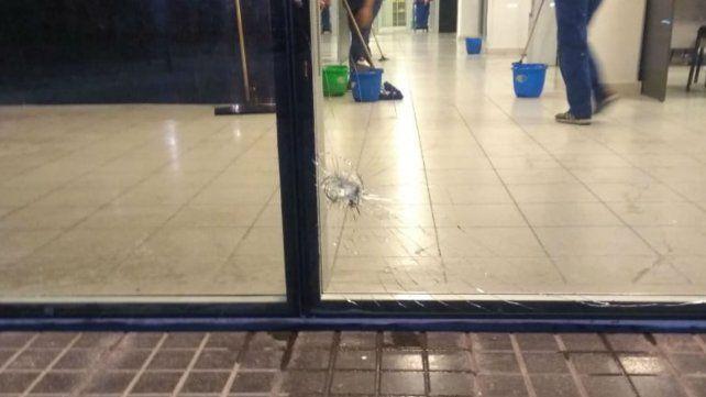 Huellas del tiroteo en el Centro de Justicia Penal.
