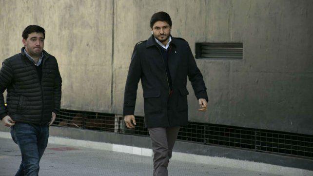 El ministro de Seguridad y uno de sus colaboradores llegan al Centro de Justicia Penal.