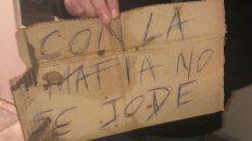 con la mafia no se jode, el mensaje frente al edificio baleado