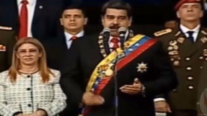 El presidente de Venezuela salió ileso luego de un atentado explosivo con drones en Caracas