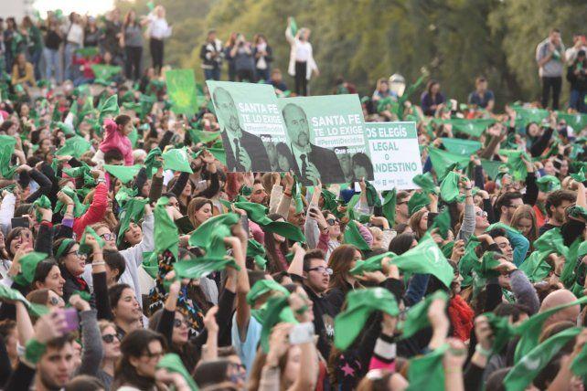 Pedido. Las mujeres le solicitaron al senador santafesino Omar Perotti que defina su voto.