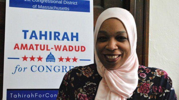 Tahirah hace campaña por el Partido Demócrata en Springfield. Asegura que sus metas son seculares.