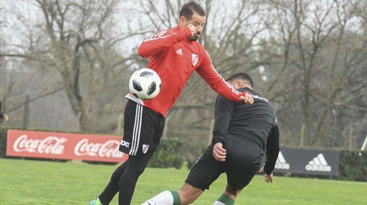 Goleador. El delantero uruguayo Rodrigo Mora marcó dos ante el Gallo de Morón.