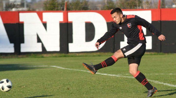 Zapatazo. Oviedo se preparó en la semana para poder debutar.