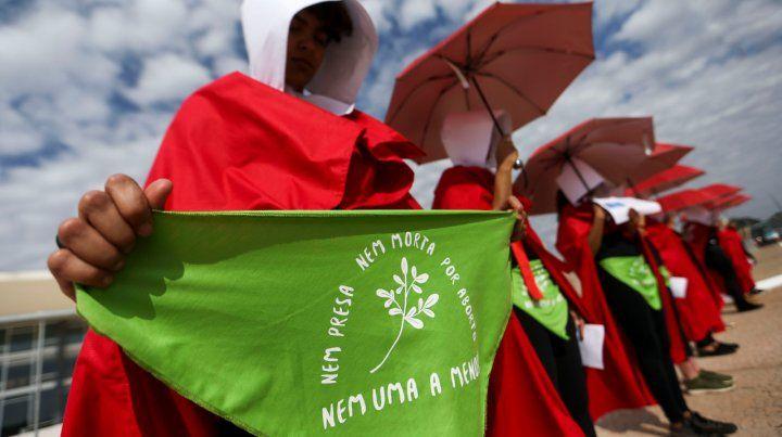 Nem uma a menos. El tema del aborto legal también se instaló en el muy conservador Brasil.