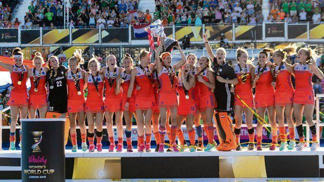 Esa sana costumbre. Las holandesas celebraron el 8º título. Son el equipo más ganador.