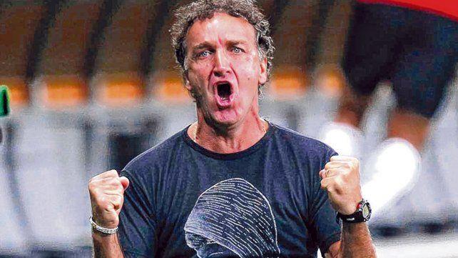 Ganador. Cuca llegó hace pocos días a Santos y está haciendo una evaluación del plantel.