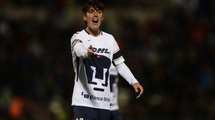 La decisión. El Gato no es tenido en cuenta y en su mente está la idea de dejar Pumas. Hubo un sondeo de Emelec y también de Belgrano. Newells apareció como otra opción.