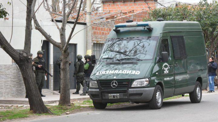 Múltiples allanamientos en el departamento Rosario en la causa por las balaceras a jueces