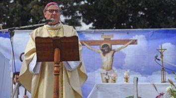 Pedido clerical. El arzobispo ofició ayer la misa por San Cayetano en la plaza Libertad, en Pasco y Sarmiento.