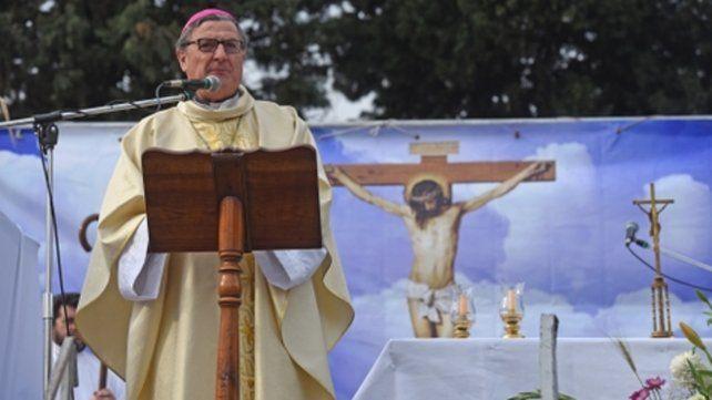 Pedido clerical. El arzobispo ofició ayer la misa por San Cayetano en la plaza Libertad
