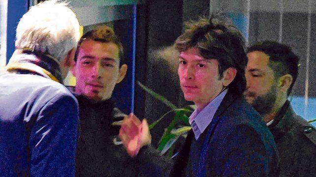 Barajaron de nuevo. Ruben, en el centro de la escena, entre Carloni, Cefaratti y Di Pollina, a la salida de la reunión.