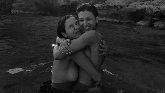 El topless de Úrsula Corberó junto a una amiga